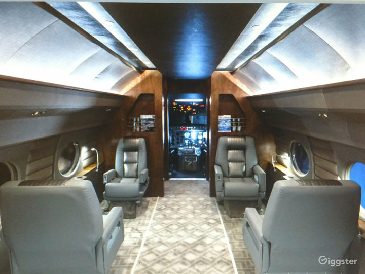 G4 Large Luxury Jet Airplane available for filming Photo 2