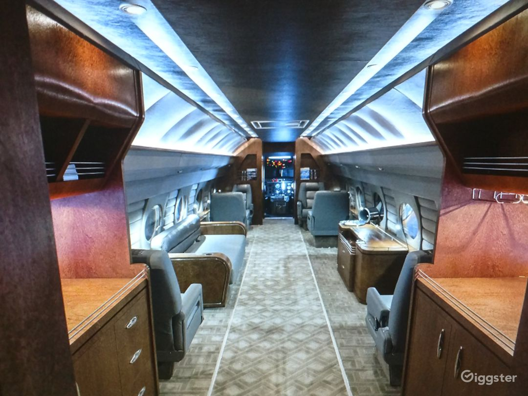 G4 Large Luxury Jet Airplane available for filming Photo 1
