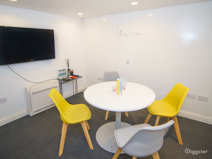 Space for Great Ideas: Small Ideas Room Photo 5