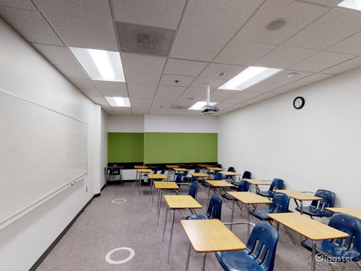 Spacious and Modern Classroom in Portland Photo 4