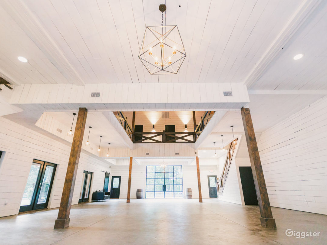 4,000 sq foot modern luxe barn that can be a blank slate for events, filming, retreats, etc.