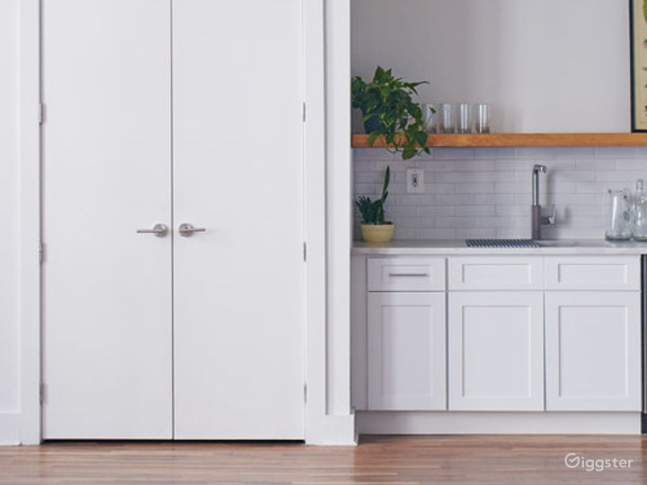 Stylish Kitchen Loft w/ Living & Dining Area Photo 2