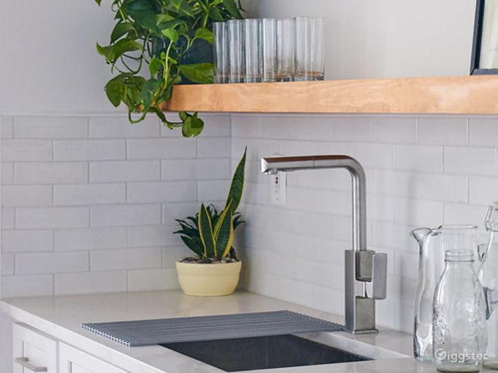 Stylish Kitchen Loft w/ Living & Dining Area Photo 5