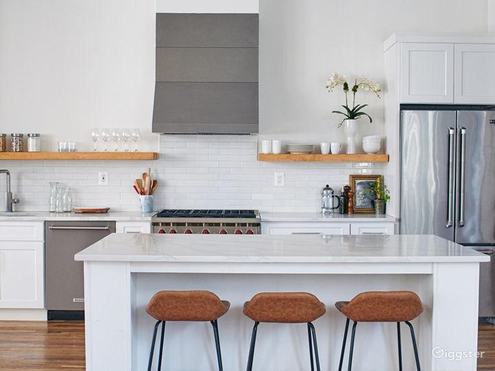 Stylish Kitchen Loft w/ Living & Dining Area Photo 3