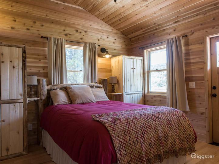 Country-style Cabin 2 with Veranda  Photo 3