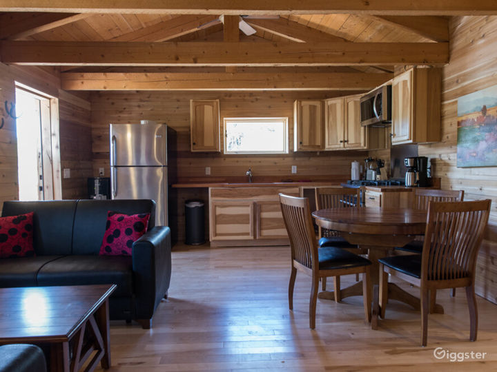 Country-style Cabin 2 with Veranda  Photo 4
