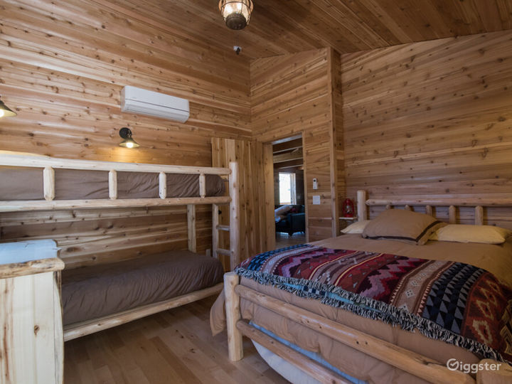 Country-style Cabin 2 with Veranda  Photo 2
