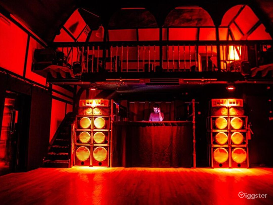 Fully Licensed Bar and Event Venue in London Photo 1