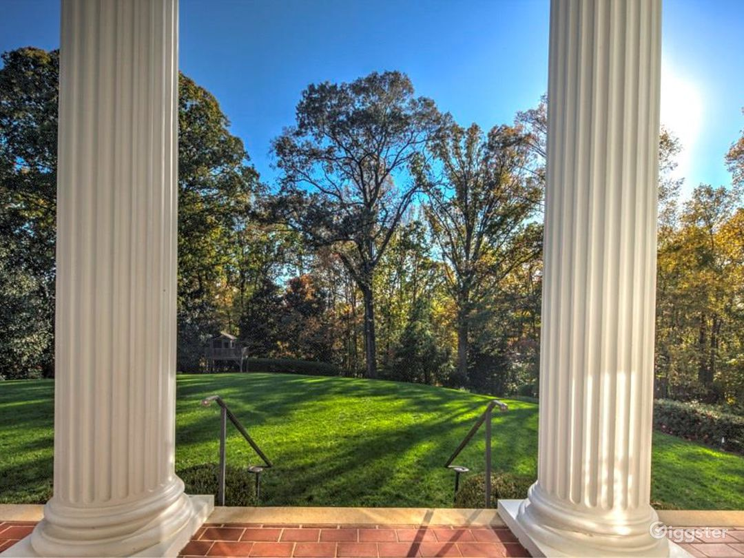 Southern Mansion with Large Grounds Photo 4