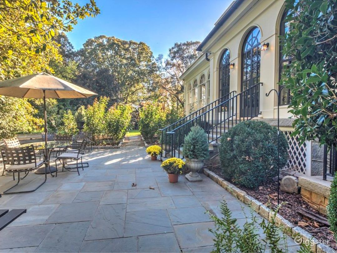 Southern Mansion with Large Grounds Photo 5
