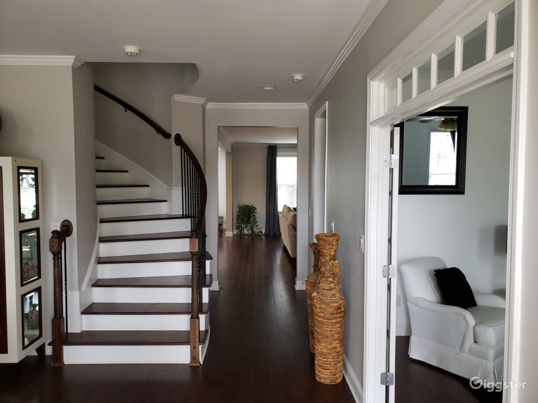 Fabulous Colonial Home with Curved Stairs Photo 3