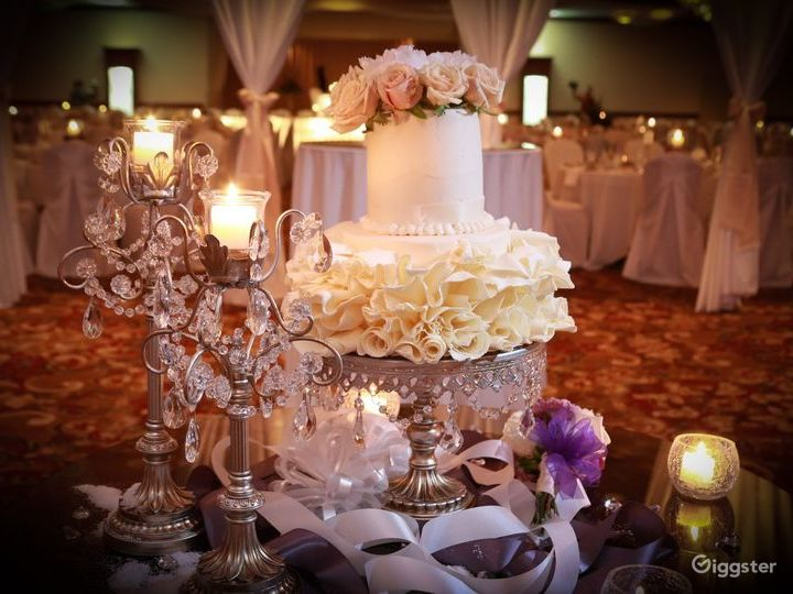 Bright Grand Ballroom in Ohio Photo 4