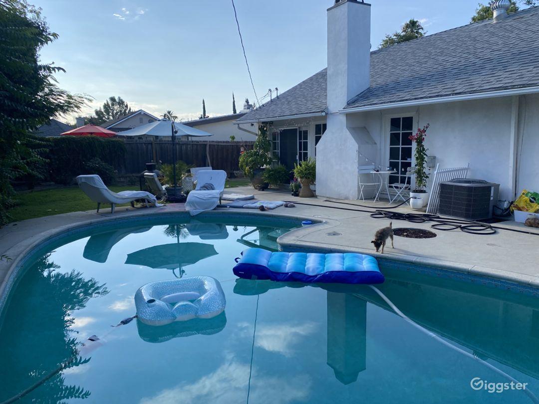 Pool/back yard