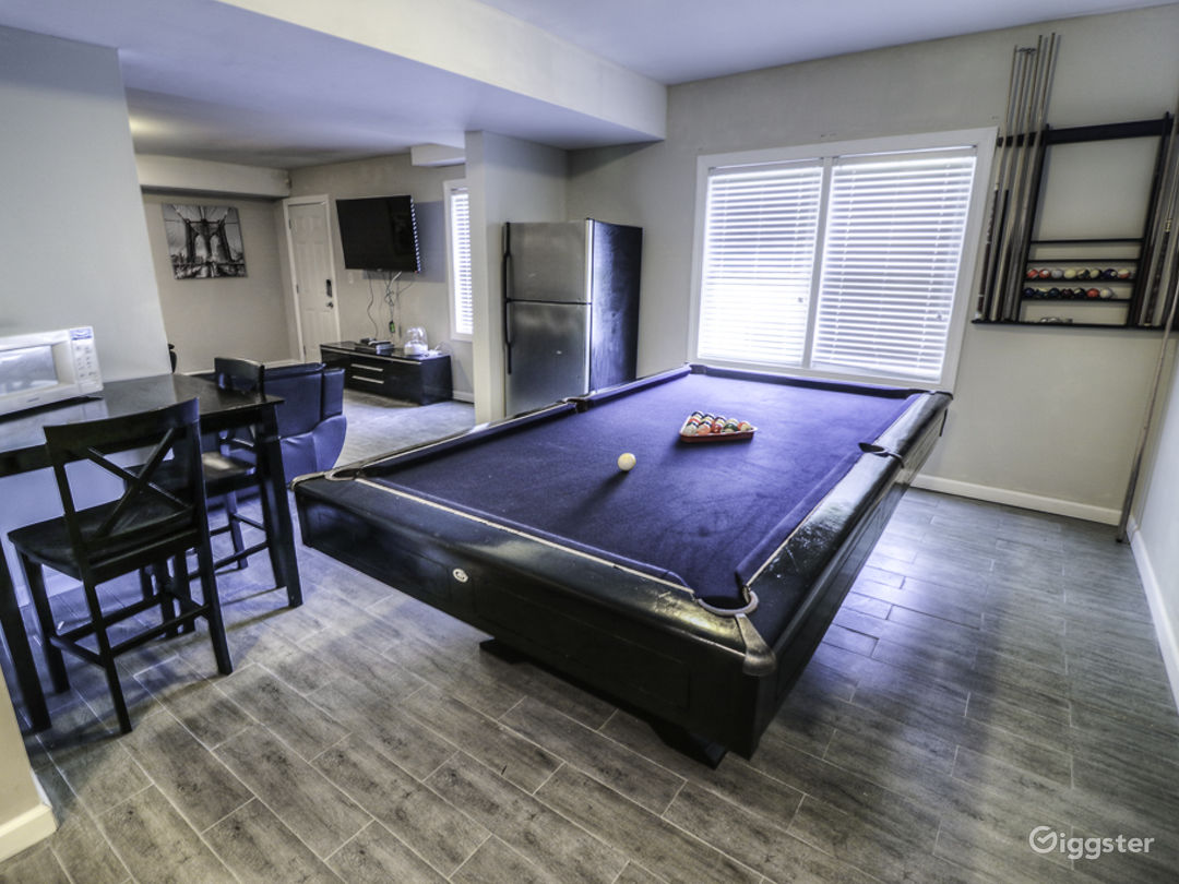 Private Entry Basement Close to Airport/Downtown!! Photo 1