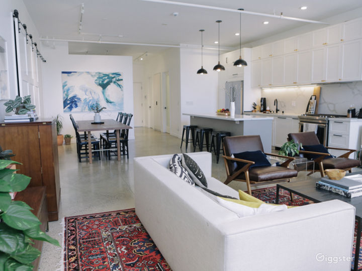 Eclectic Loft, Bright Natural Light, 10ft Ceiling