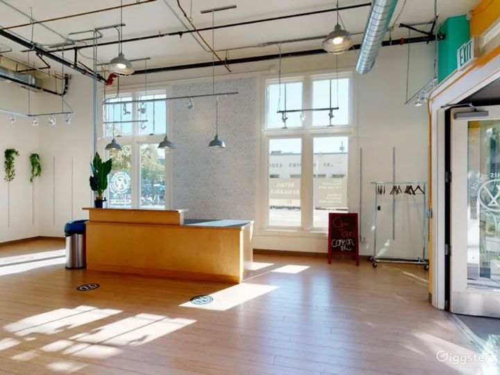 Sunlit space for pop ups and meetings Photo 5