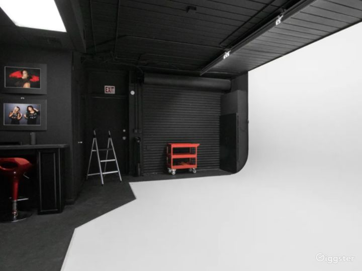 Cozy Studio in West Palm Beach with Cyc Wall Photo 2
