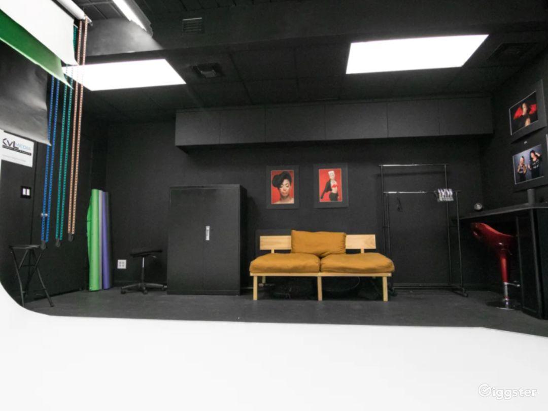 Cozy Studio in West Palm Beach with Cyc Wall Photo 1