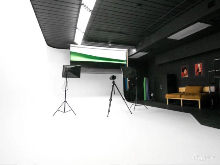 Cozy Studio in West Palm Beach with Cyc Wall Photo 3
