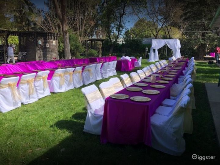 Bright and Colorful Outdoor Space for Photoshoots Photo 3