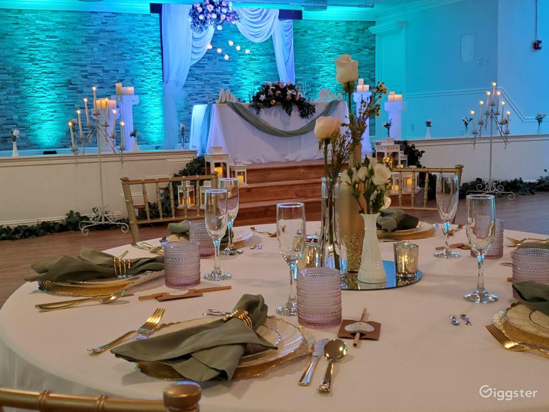 Elegant Ballroom Indoor Venue Photo 1