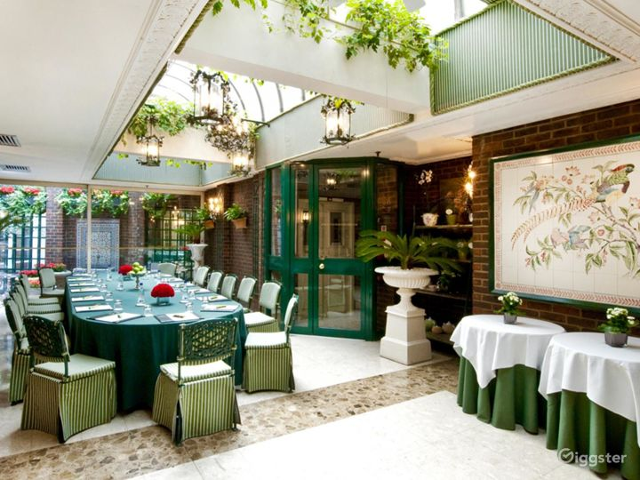 Cozy and Stylish Conservatory in London Photo 5