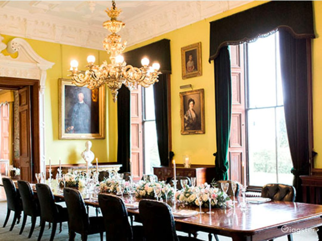Delightful Dining Room in Stafford Photo 1