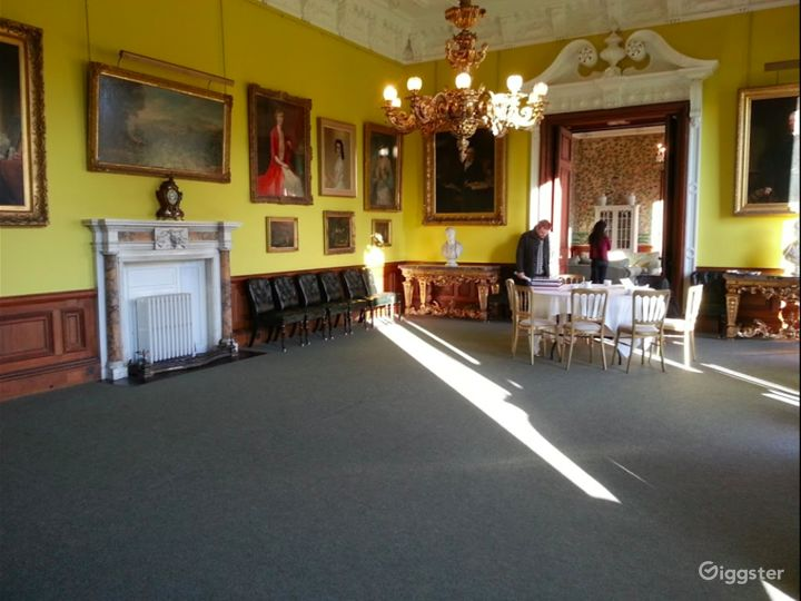 Delightful Dining Room in Stafford Photo 3
