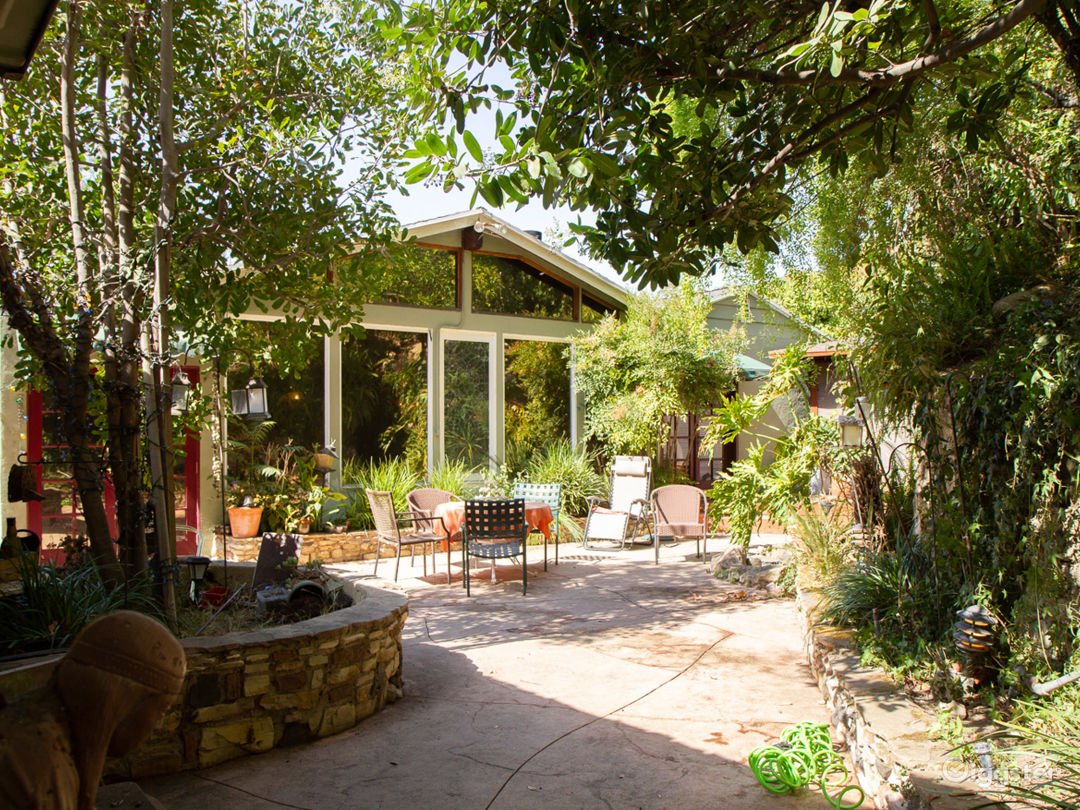 Beautiful, Homey Ranch House w/ Vaulted Ceiling Photo 1