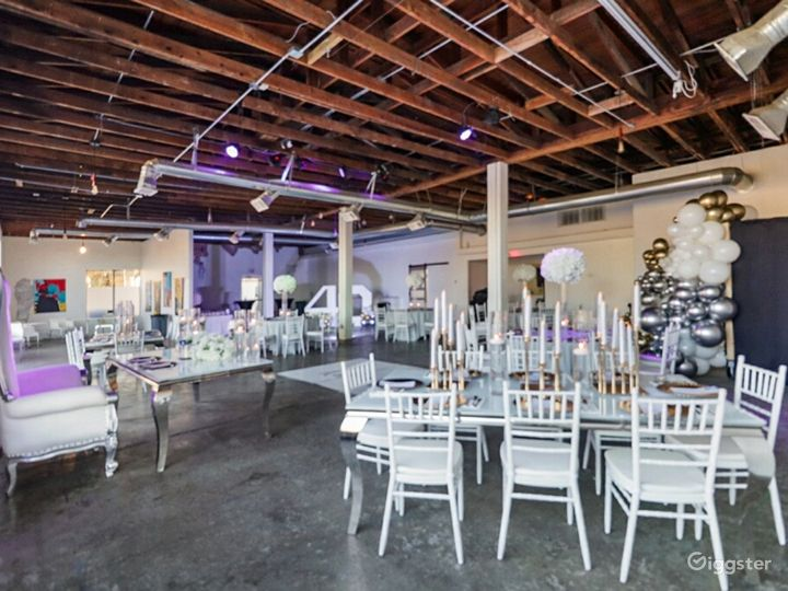 Industrial Open Concept with Downtown View Photo 3