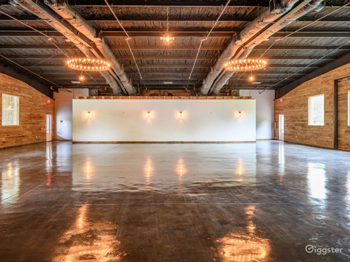 Wide and Rustic themed Event Venue Photo 3