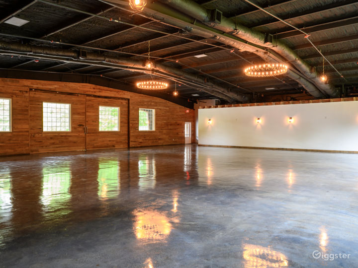 Wide and Rustic themed Event Venue Photo 2