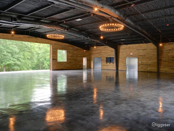 Wide and Rustic themed Event Venue Photo 4