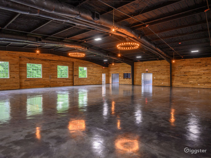 Wide and Rustic themed Event Venue Photo 5
