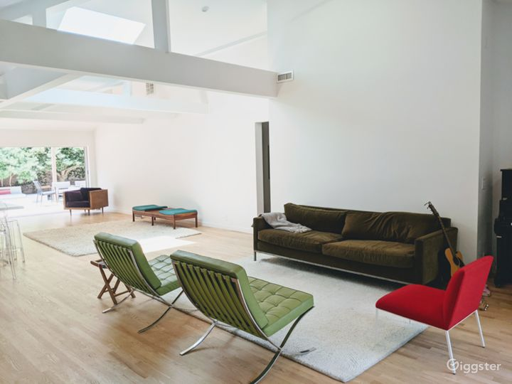 Sunlit 50's House w/open floor plan, wood floor, white walls, furnished outside area Photo 4