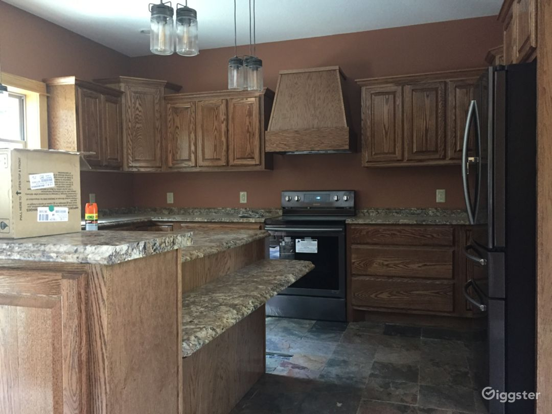 Kitchen island & cabinets