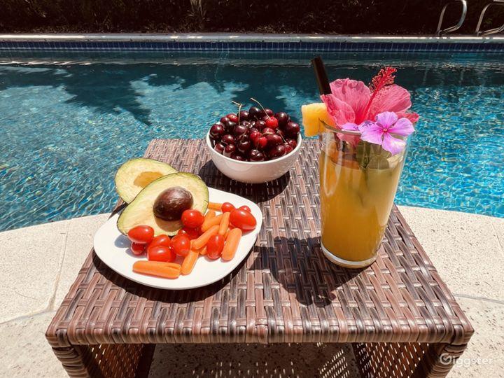 Spacious Backyard with a Splendid Pool and Patio Photo 2