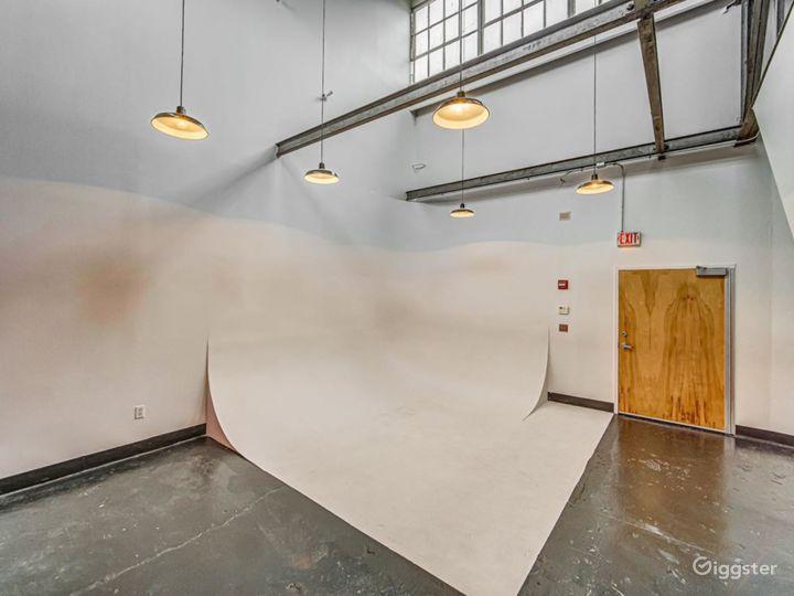 Studio A- Cyclorama Wall Photo 2