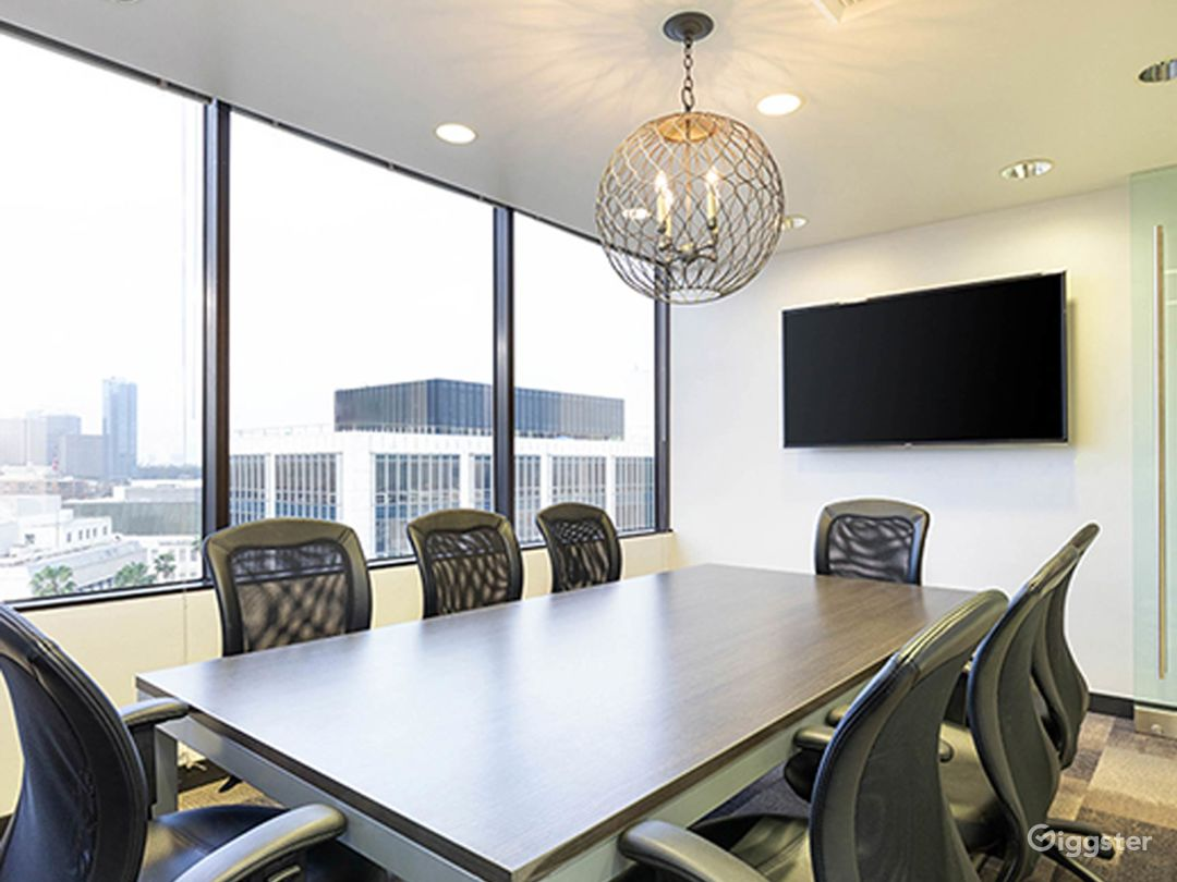 Well-kept Conference Room in Beverly Hills Photo 1