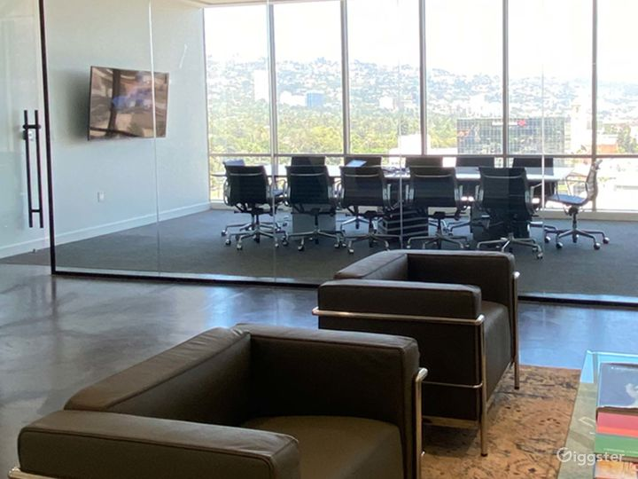 Well-kept Conference Room in Beverly Hills Photo 5