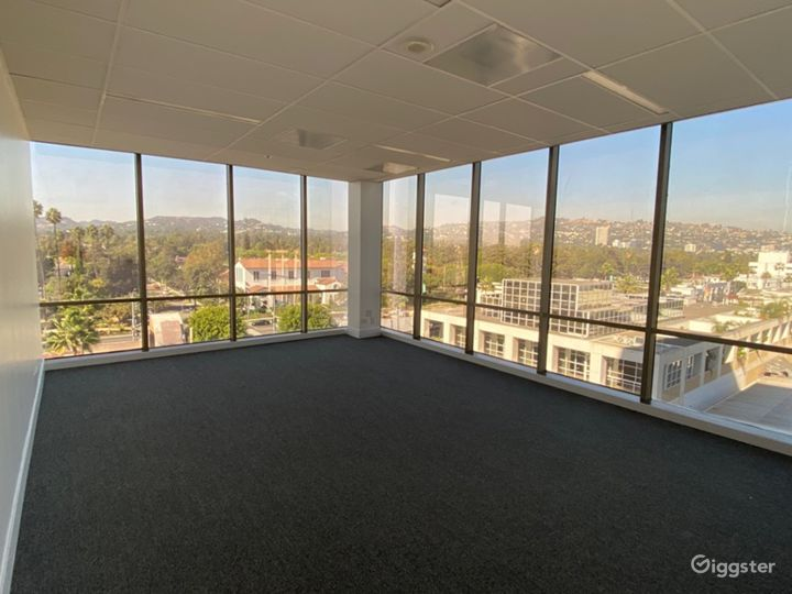 Well-kept Conference Room in Beverly Hills Photo 4