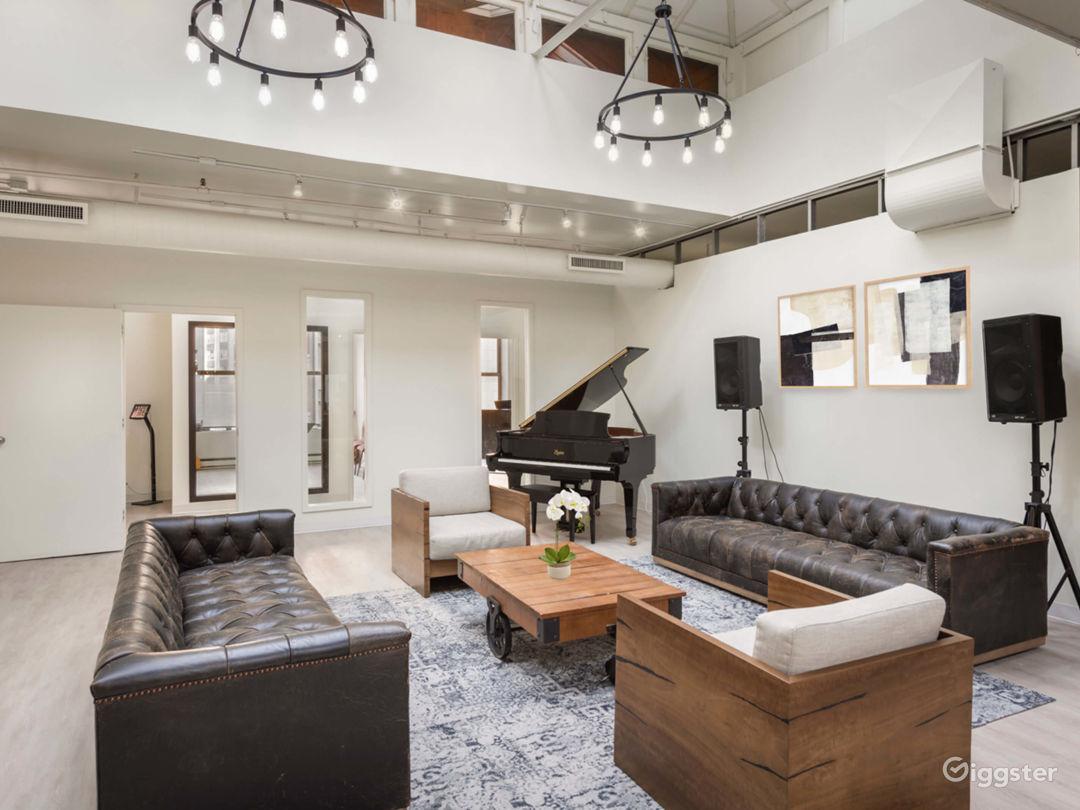 Elegant and Modern Downtown Studio Photo 1