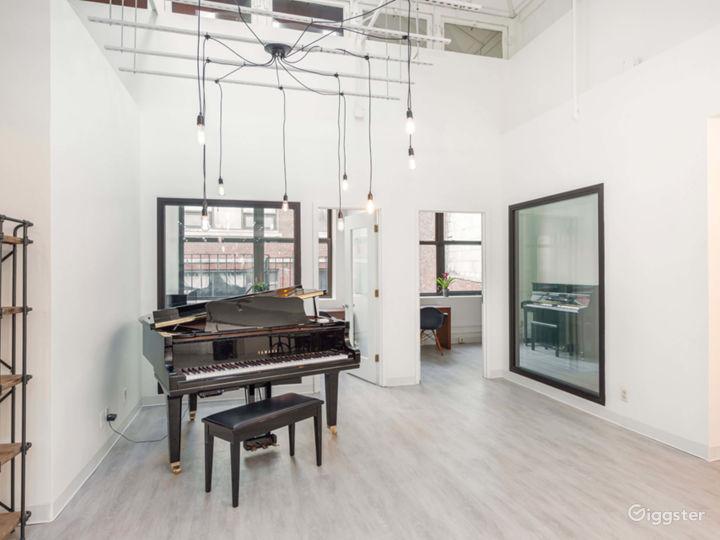Elegant and Modern Downtown Studio Photo 2