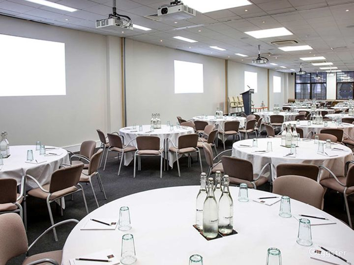 Bright and Airy Earth Meeting Room in London Photo 2