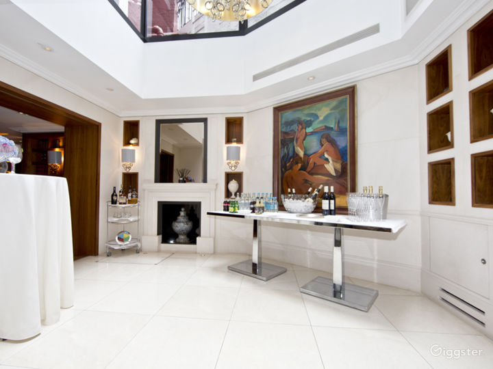Intimate Dining Space with Natural Daylight for up to 8 people in London Photo 3