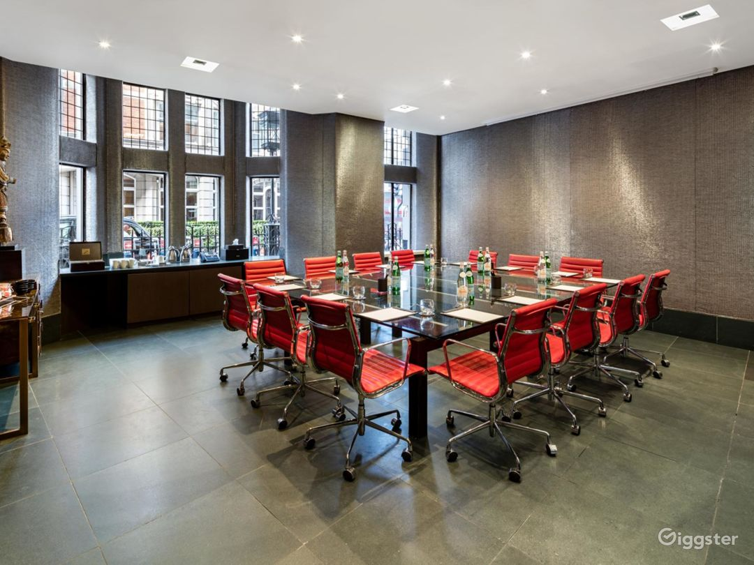 Stylish Private Room 1 in Bloomsbury Street, London Photo 1