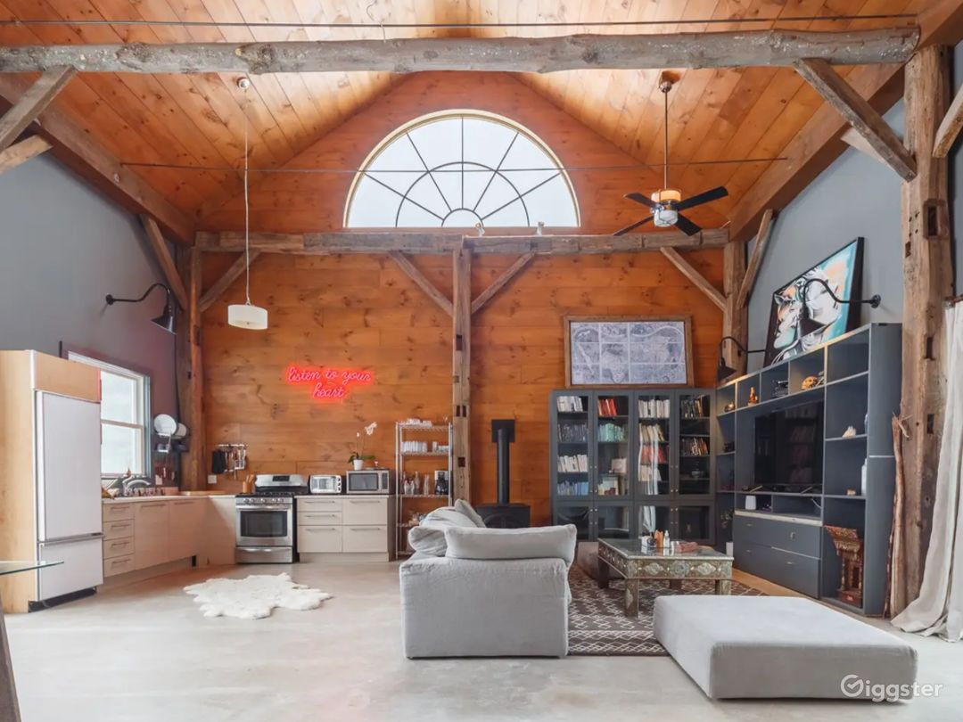 Open Layout Barn. Reclaimed Wood. Polished Concrete. 1100 sqft footprint. 30 Ft Ceilings. Natural Light. Vibe.
