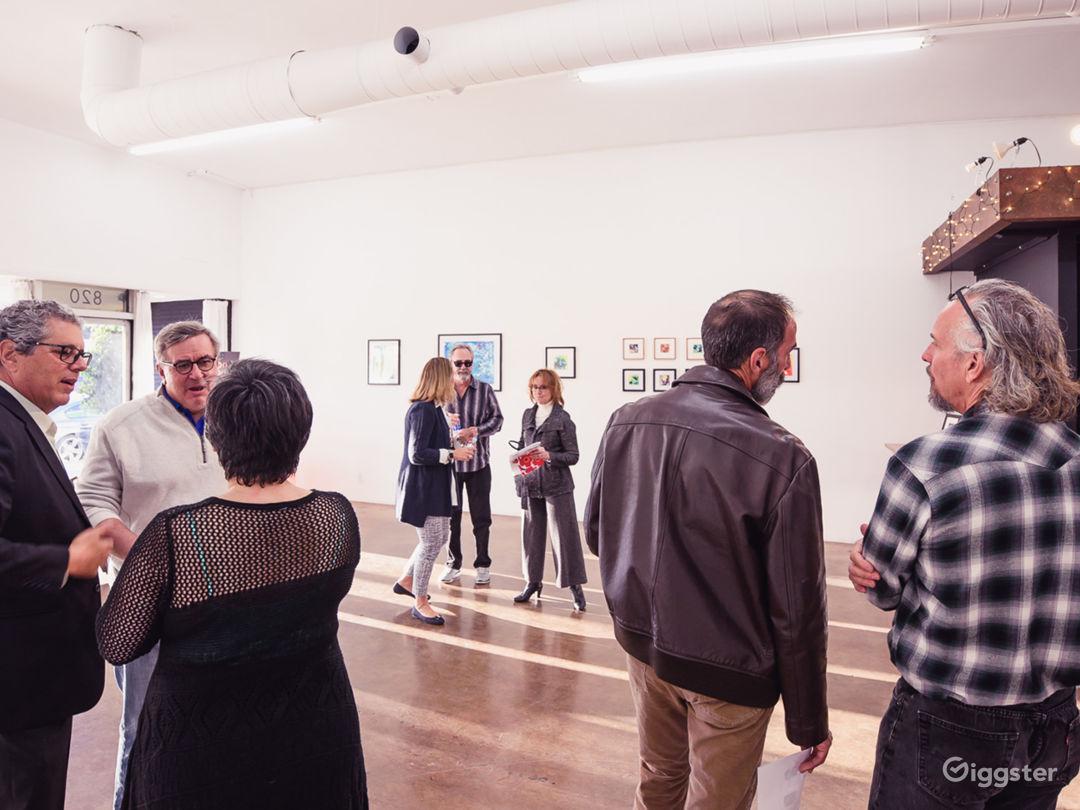 Contemporary 1,900 sq ft Loft-Style Studio Photo 2