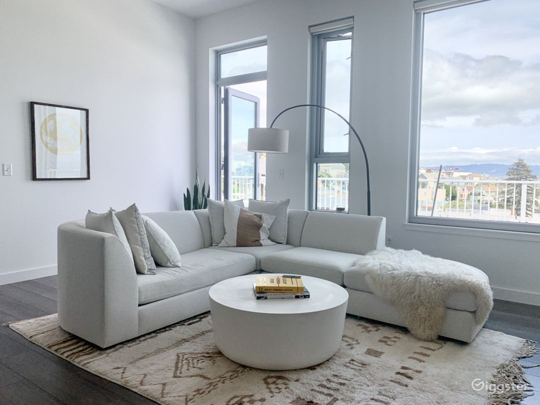 Potrero Penthouse with Private Balcony and Views Photo 1