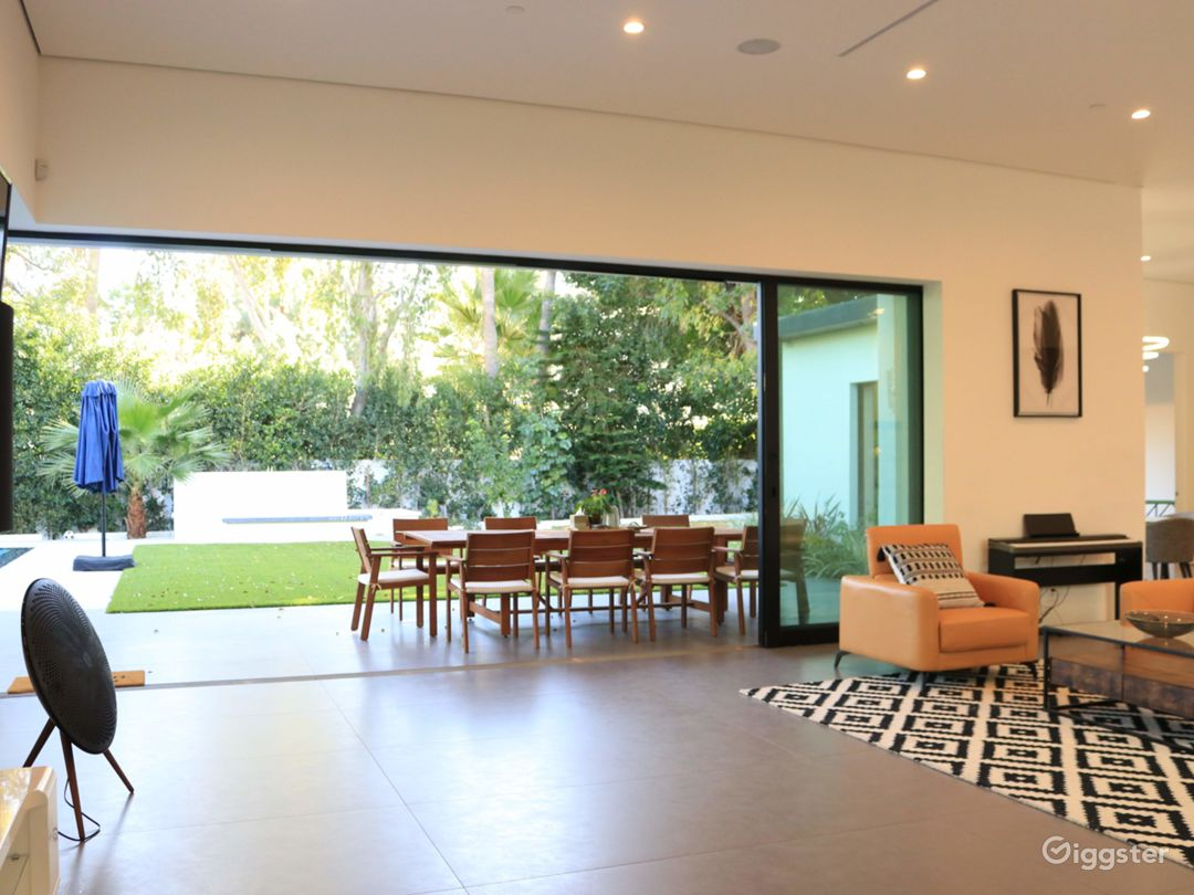 Extraordinary Modern House for Any Events Photo 5